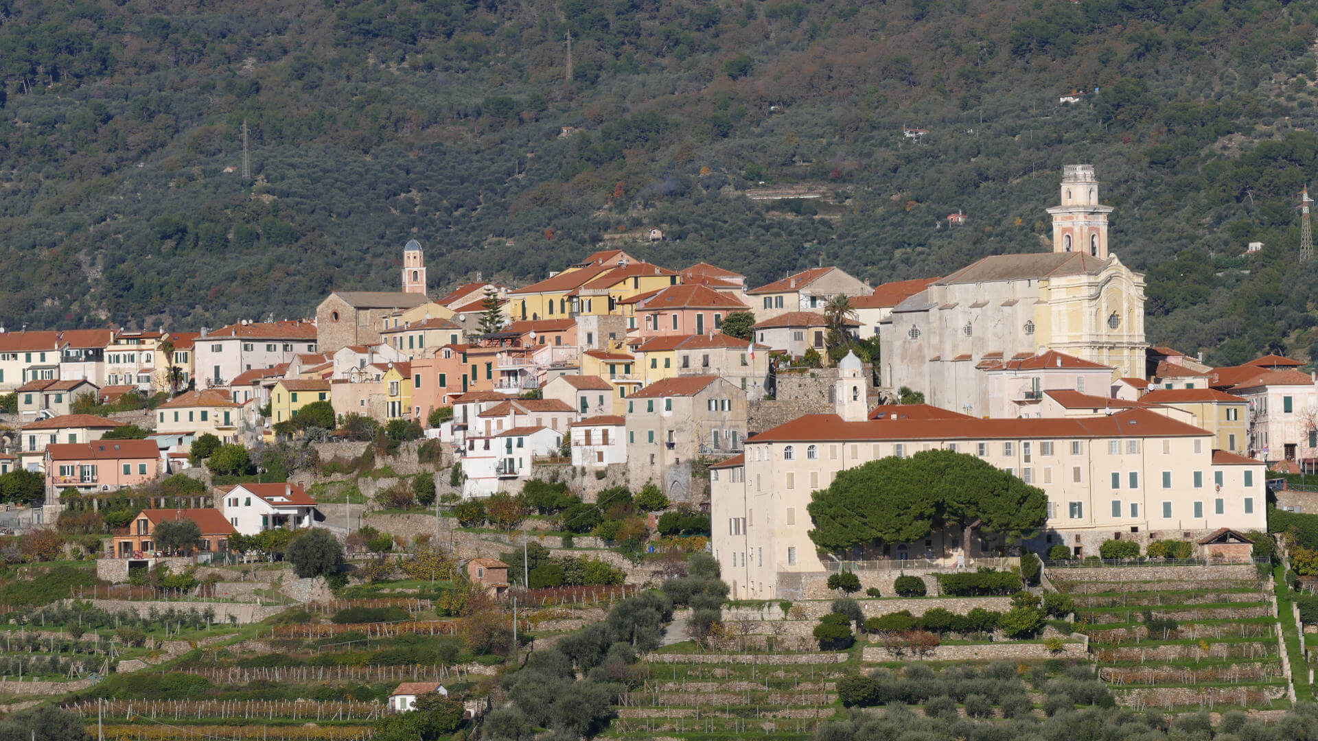 The Municipality of Diano Castello: a fortified village of ancient beauty